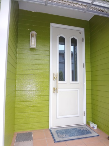 新緑の綺麗な色に変わりました。 オケゲン人気の塗料シリコン!