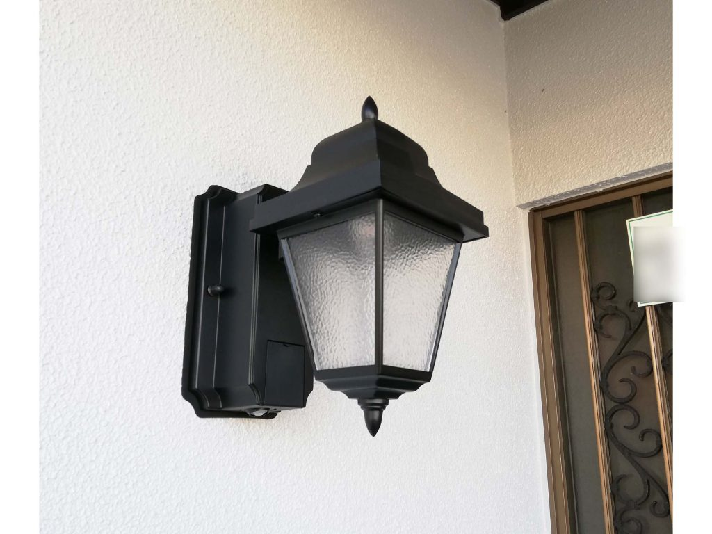 外壁塗装でお家リフレッシュ!玄関照明もお取替えしました