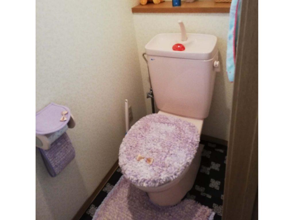 ポップな柄クロスで楽しいトイレにリフォーム♪