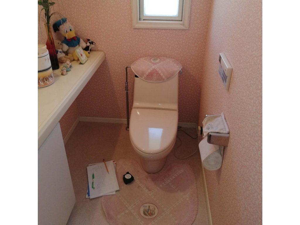個性的な床クッションフロアで可愛らしいトイレにリフォーム