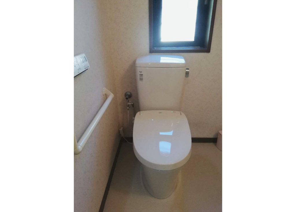 LIXILパッソへトイレお取替え!