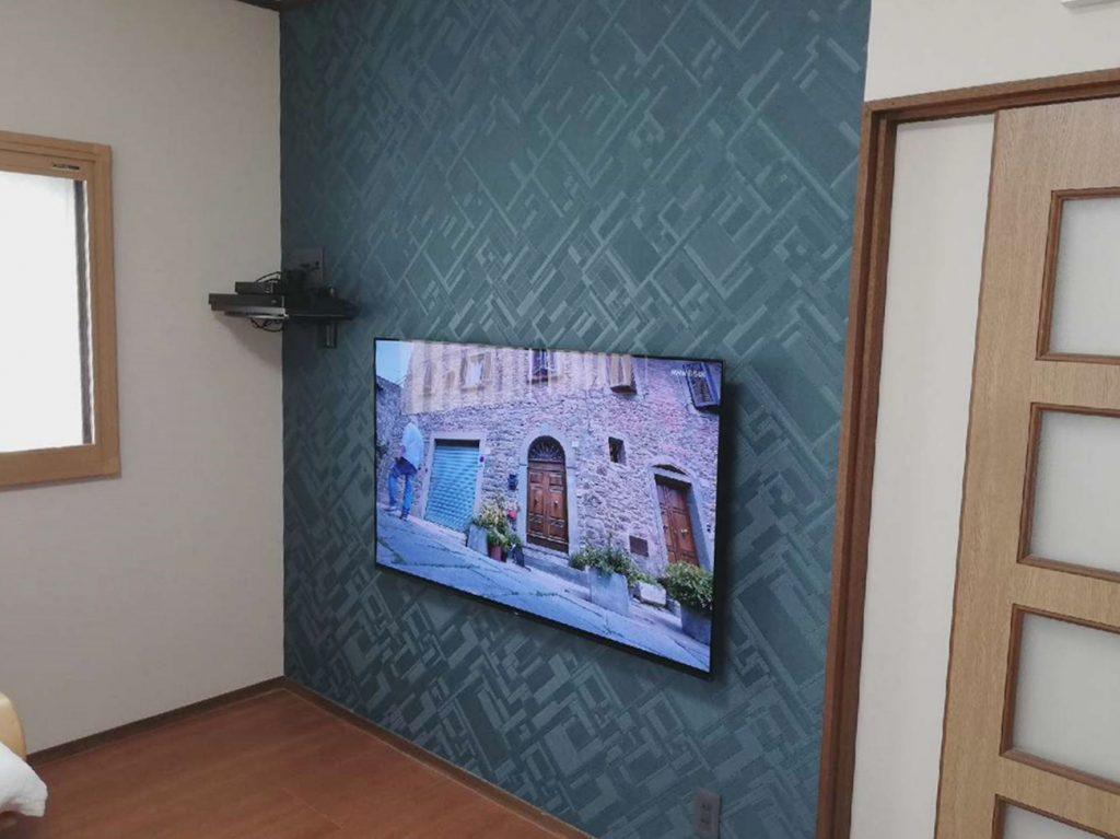 アクセントクロスと壁付けテレビですっきりオシャレになりました♪