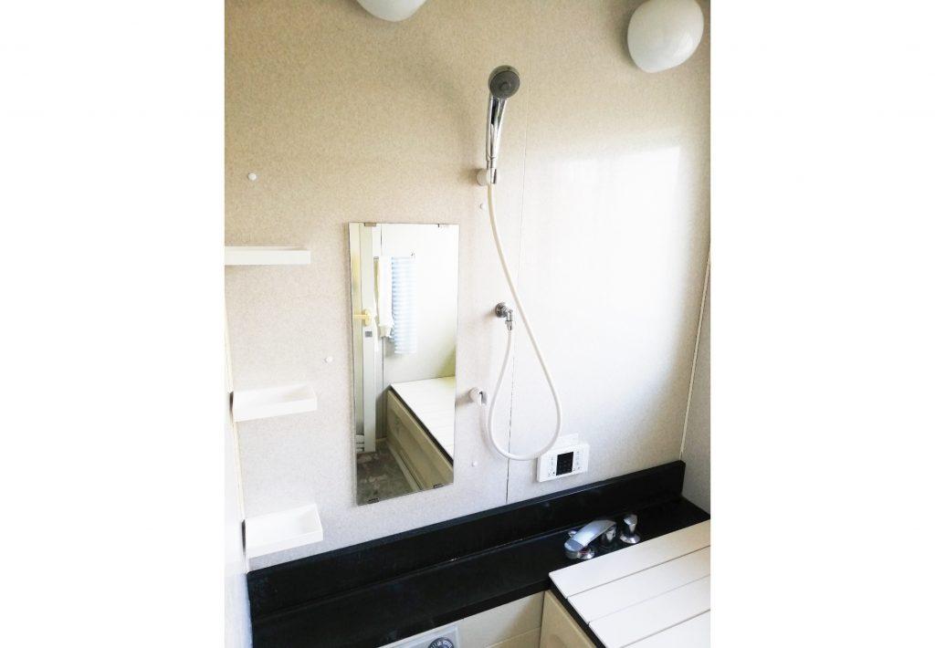 お風呂の鏡・棚をお取替え♪掃除もし易くなりました◎