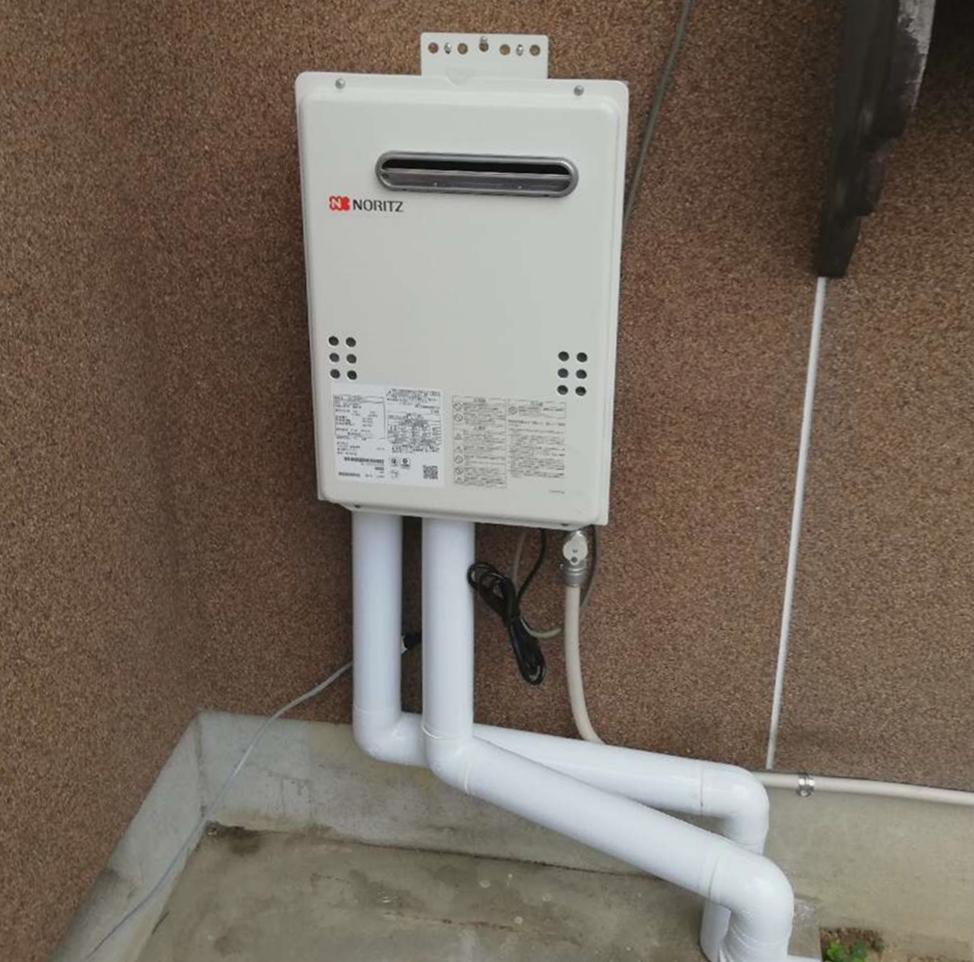 灯油タンクより漏れ。このタイミングでガス給湯器へお取替え♪