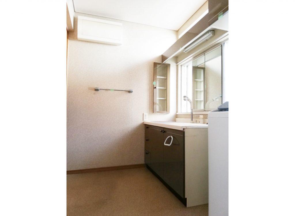 今までとは違う雰囲気の浴室・脱衣場に生まれ変わりました!